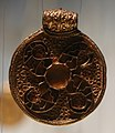 Pendenti d'oro costruiti con monete bizantine, dal tesoro di wieuwerd (frisia), 640 dc ca. 04.jpg