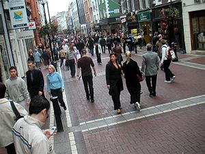 English: People on Grafton Street, Dublin, Ireland