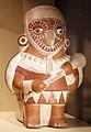 Perù, moche, contenitore in ceramica a forma di guerriero-gufo soprannaturale con mazza, 100-800 ca., dalla regione di ancash.jpg