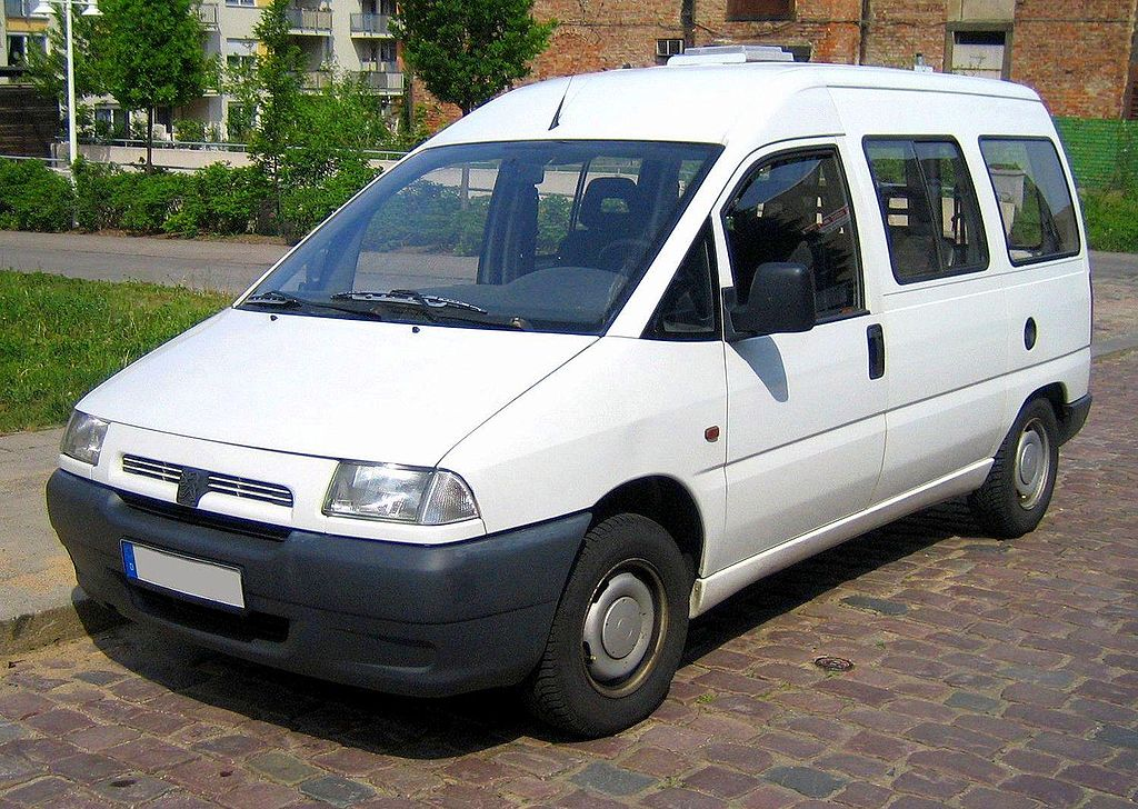 1024px-Peugeot_Expert_white_front.jpg