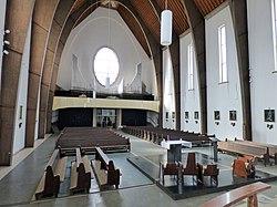 Pfarrkirche Donawitz innen nach hinten.jpg