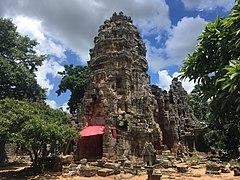Phnom Banan temple 2.jpg