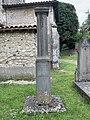 Piédestal de la statue volée de la Vierge de Saint-Maurice-de-Beynost (juin 2020).jpg
