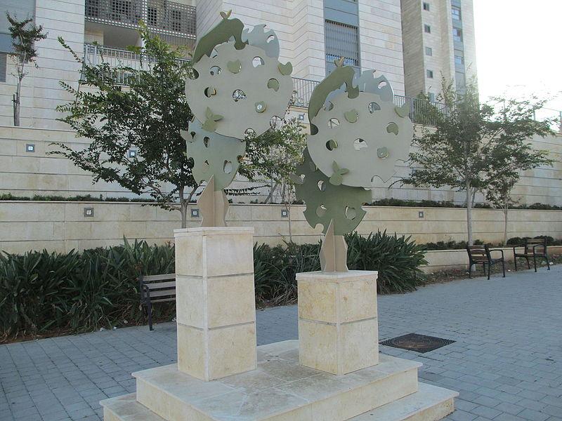 פסל כיכר הפרדס ברחובות