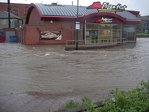 2007 United Kingdom floods - A flooded Pizza Hut in Chesterfield