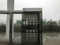 Platform of Huarong East Station 3.jpg