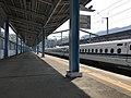 Platform of Shin-Iwakuni Station 6.jpg