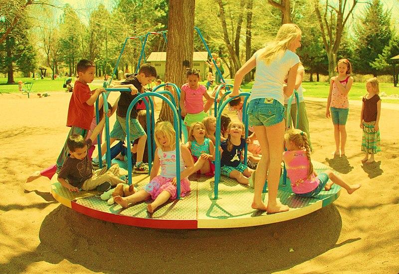 zabawa dzieci w przedszkolu