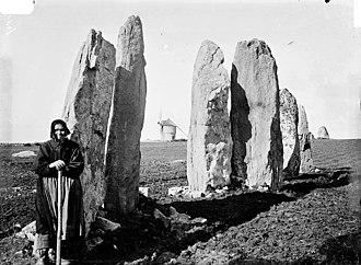 Plouharnel - The Vieux Moulin stones. Photograph by Zacharie Le Rouzic (1864-1939)