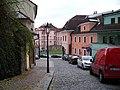 Pod Bruskou, hotel Hoffmeister a dům U Verdugů.jpg