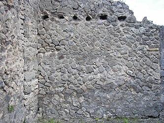 Pompeii building 16.jpg