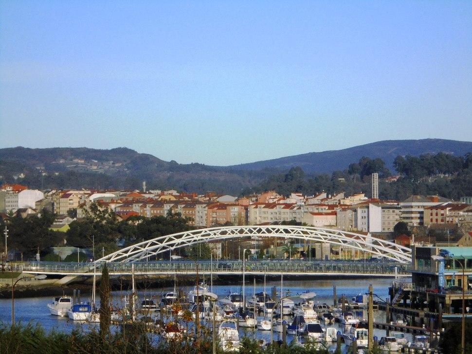 Pontevedra Capital Puente de las Corrientes, puerto deportivo y barrio del Burgo