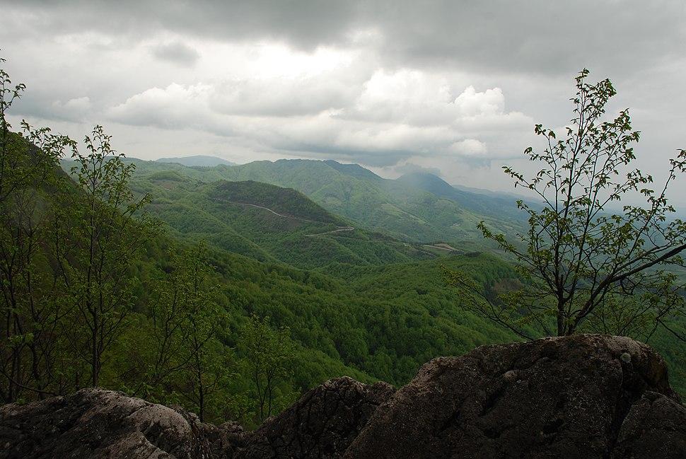 Povlen - Zapadna Srbija - Obronci Srednjeg Povlena - Pogled sa stena prema Medvedniku 2