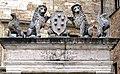 Pozzo dei Grifi e dei Leoni 17.jpg