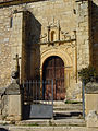 Puerta de iglesia en Redueña.jpg