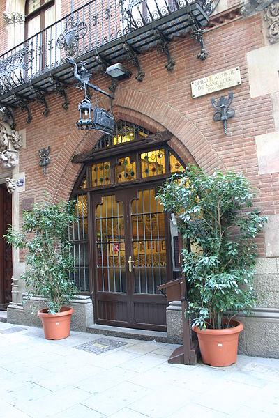 external image 400px-Puig.i.Cadafalch.Casa.Mart%C3%AD.4Gats.Barcelona.Entrada.JPG