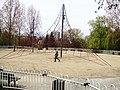 Pyramide de corde à grimper, Terrain de jeu, Parc de L'Europe, Saint-Étienne - panoramio.jpg