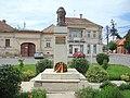 RO MS Reghin Bustul lui Mihai Eminescu.jpg