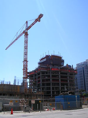 The Infinity - Image: Raised Crane (300 Spear Street) 2006