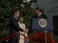 Ramalho Eanes aperta a mão de Ronald Reagan 1983-09-15.png