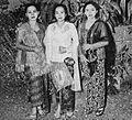 Ratna Ruthinah, R Umami, and Djuriah Karno, Film Varia 1.4 (March 1954), p9.jpg