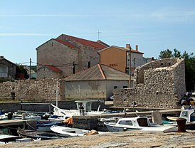 Razanac - city walls and harbour.jpg