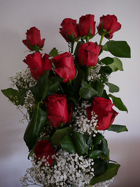 File:Red rose bouquet.JPG