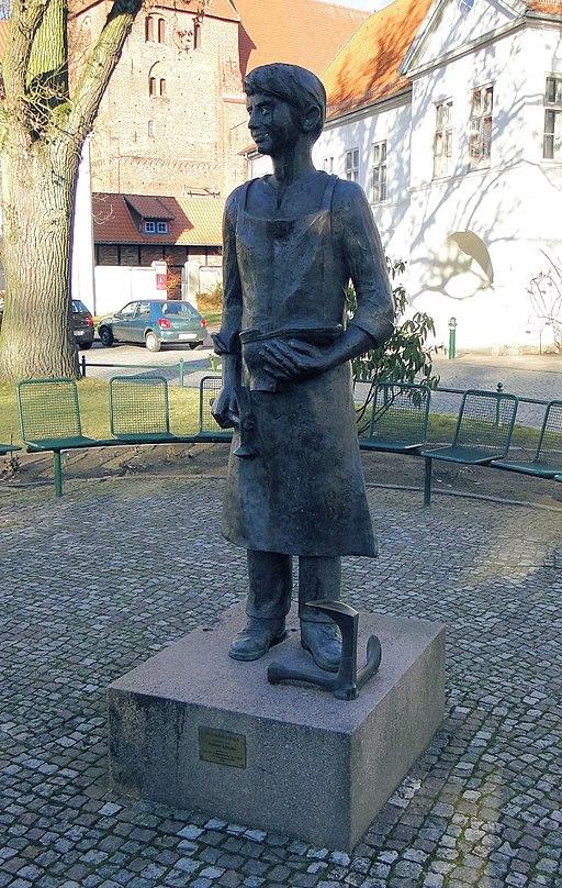 Rehna Skulptur Schusterjunge Freiheitsplatz 2012-02-26 036