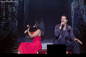 Ricardo Arjona - Arjona singing in Managua, Nicaragua.