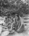 Rio Maniqui, nordöstra Bolivia. Kvinnor och barn - SMVK - 005667.tif