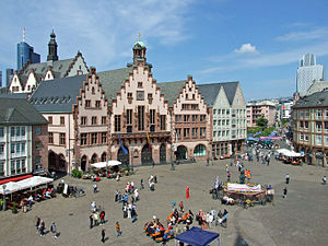 Römerberg (Frankfurt) - Daytime view, with Römer city hall
