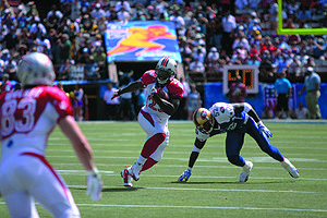 Ronnie Brown - Brown maneuvers past 49ers linebacker Patrick Willis at the 2009 Pro Bowl.