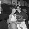 Roy Orbinson ontving gouden plaat voor Pretty Woman in Singel concertzaal naas, Bestanddeelnr 917-5748.jpg