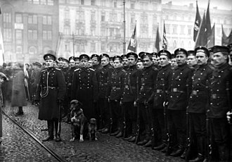 Finnish Civil War - Russian soldiers in Helsinki. Prior to 1917, they sustained Finland's stability, after the February Revolution, the Russian troops became a source of social unrest.