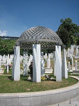 Alija Izetbegović - Alija Izetbegović's grave in Sarajevo