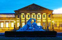 Schloss Rosenstein mit Nymphengruppen zur blauen Stunde.jpg