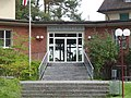 Schulhaus Büelwiesen Eingang.JPG