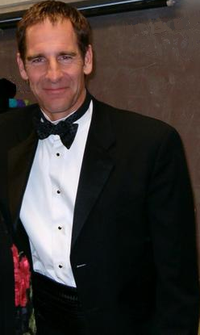 Scott Bakula in 2005.PNG