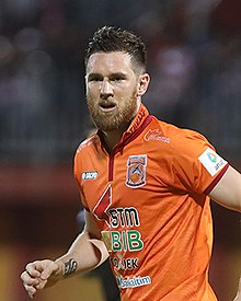 Shane Smeltz in action with Borneo FC.jpg
