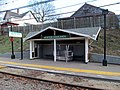 Shelter at Newton Highlands station, December 2015.JPG