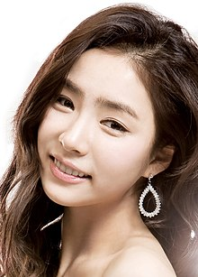 Shin Se-kyung as LG Crystal phone model.jpg