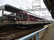 Shiratsuka station platform.JPG