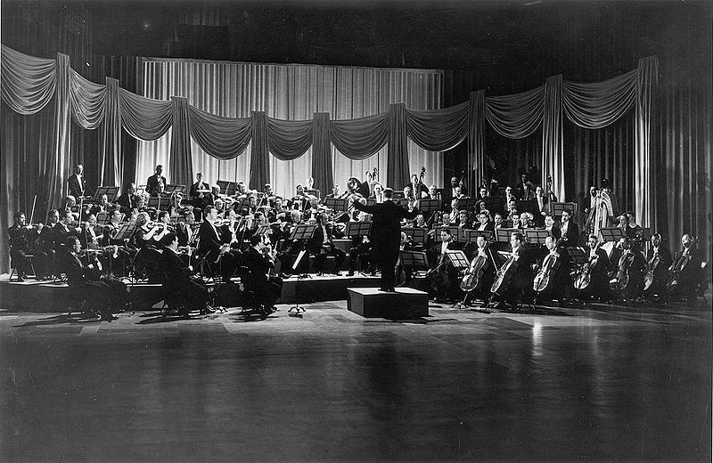 File:Sir Ernest MacMillan conducting the Toronto Symphony Orchestra (1947).jpg