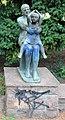 Skulptur Weinbergsweg (Mitte) Mutter mit Kind.jpg