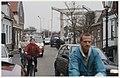 Sluipverkeer over de IJdijk ter hoogte van de Grote Sluis in Spaarndam. NL-HlmNHA 54036943.JPG