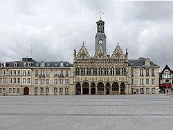 L'hôtel de ville de Saint-Quentin.