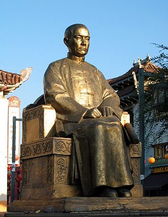 Chinatown, Los Angeles - Sculpture of Sun Yat-sen in Chinatown