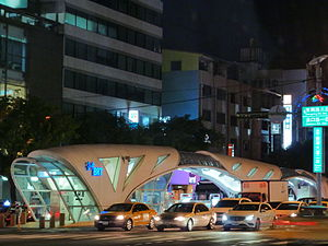 Taichung BRT Ding He Cuo Station.JPG