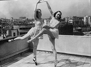 Tanzen über den Dächern der Stadt StAF W 134 aus Karton 1223 ohne Signatur VIII Bild 1 (5-91895-1).jpg