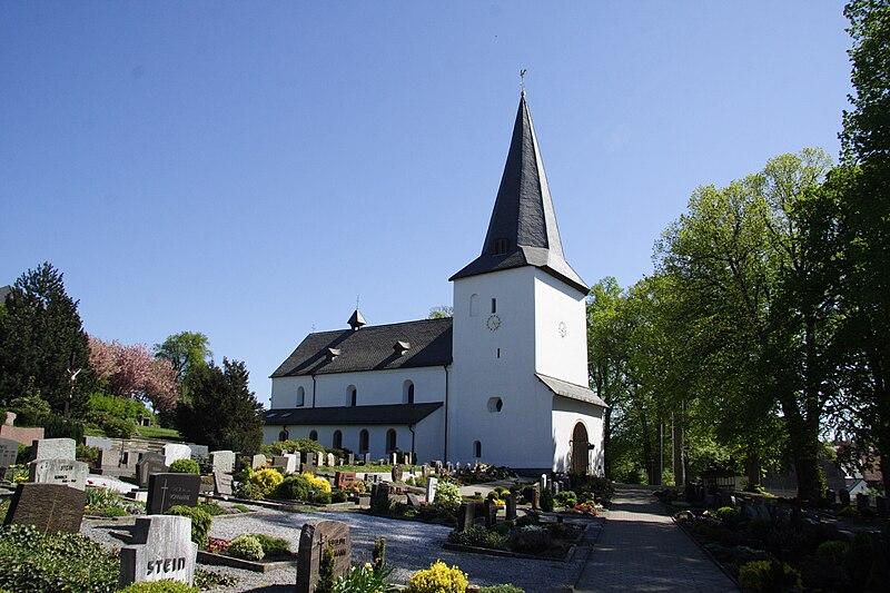 File:Thülen Pfarrkirche.jpg